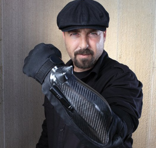Суровая перчатка для мордобоя