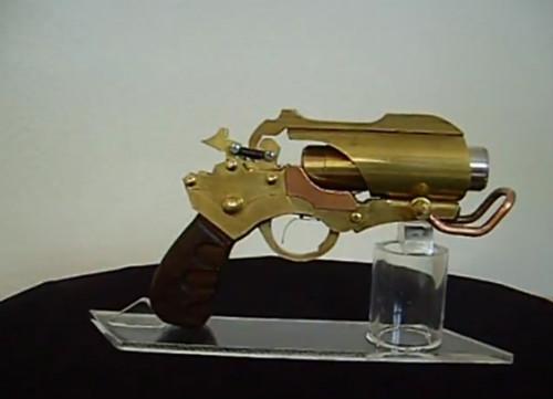 Настоящий лазерный пистолет в стиле стимпанк