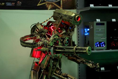 Огромный робот как корпус для игрового ПК